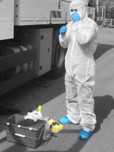 Mise en place des EPI avant l'opération de désinfection